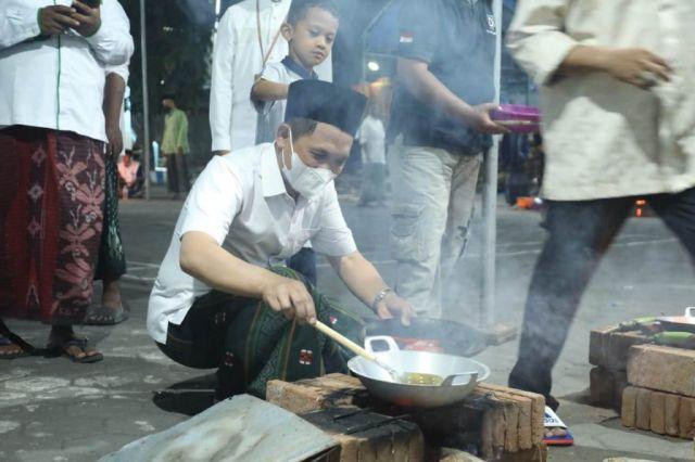 Masak Nasi Liwet Ingatkan Bupati Lumajang Saat Mondok di Pesantren