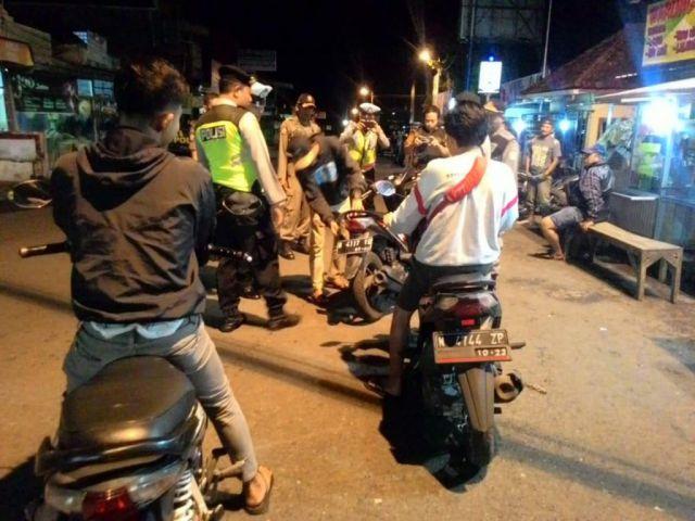 Duh..!! Operasi Gabungan Polri, TNI dan Satpol Lumajang Amankan Pemuda Bawa Miras