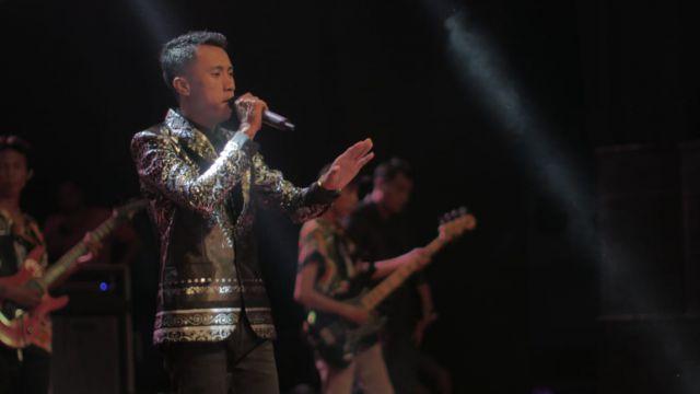 Ozzy Barata Guru Tampan Si Pelantun Lagu Dangdut Melow