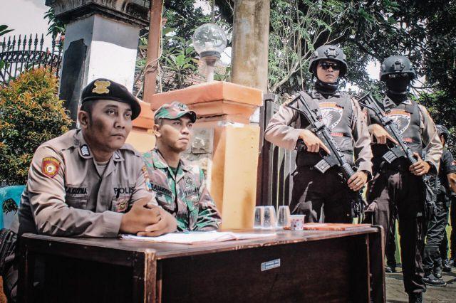 TNI dan Polri Bersenjata Laras Panjang Antisipasi Gangguan Rekap PPK hingga KPU