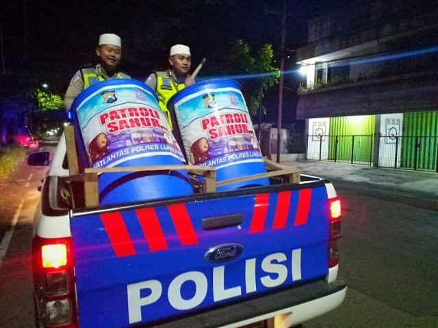 Satlantas Polres Lumajang Patroli Sahur Pakai Bedug Keliling Kampung