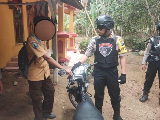 Kena Razia..! Pelajar Asal Randuagung Bawa Motor Bodong Minta Tim Cobra Tak Menyita
