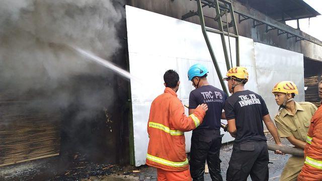 Diduga Oven dan Blower Meledak, Pabrik Kayu di Desa Purwosono Terbakar Lagi