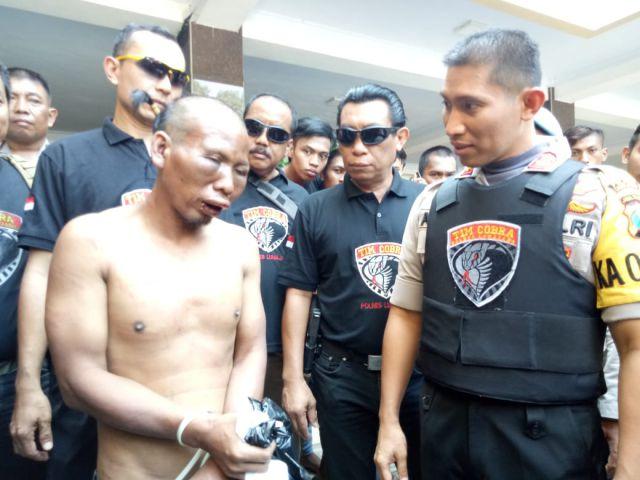 Muka Pencuri  HP di Batalyon 527 Babak Belur Usai Ditangkap Warga Lumajang