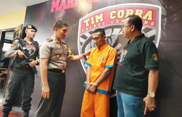 Tim Cobra Tembak Gembong Pencurian Kayu di Pantai Bambang - Pasirian