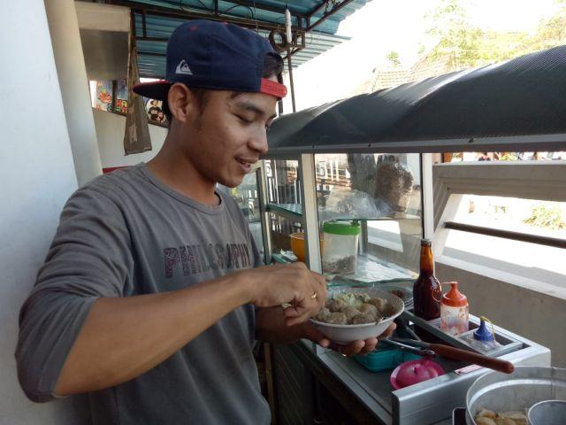 Nikmatnya..! Rasa Unik Bakso Keju di Warung Densinyo Jokarto Lumajang