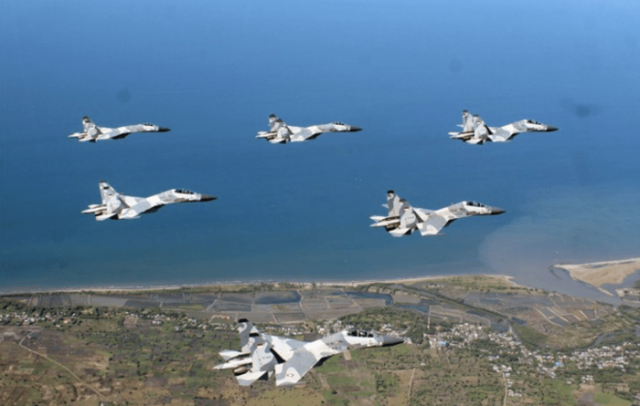Ribuan Pasukan Langit dan Pesawat TNI Siapkan Pertempuran Hebat di Lumajang