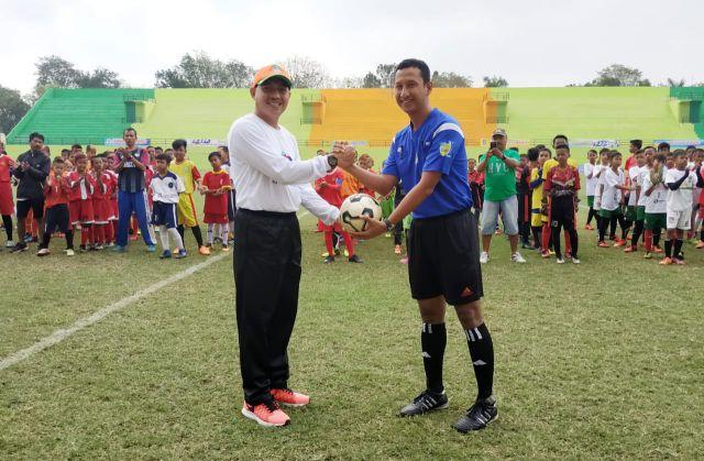 Pj Sekda Buka Turnamen Sepak Bola Piala Bupati Lumajang se Jawa-Bali U-12