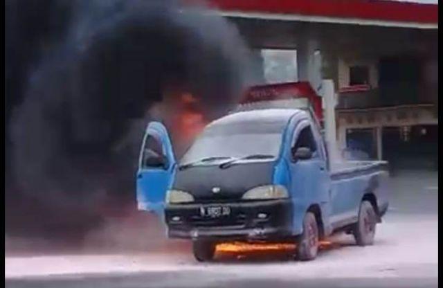 Pick Up Terbakar di SPBU Banyuputih Usai Ngisi BBM