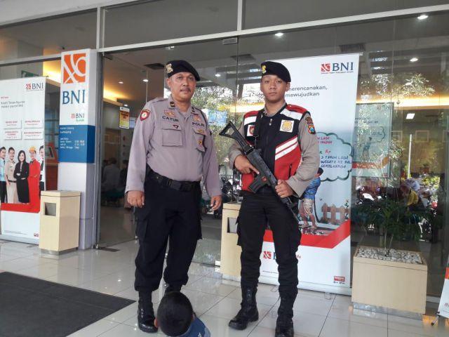 Polisi Jaga Perbankan Lumajang Jelang Tahun Baru