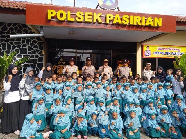 Kapolsek Pasirian dapat Kunjungan Anak TK Al-Hikmah