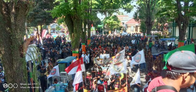 Ribuan Massa Padati Alun-alun Dukung Kapolres Lumajang Tegakkan Hukum