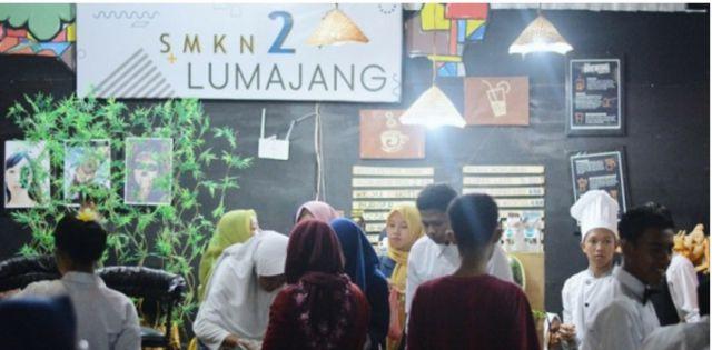 Stand SMKN 2 Lumajang Dibanjiri Pengunjung di Festival Pemuda