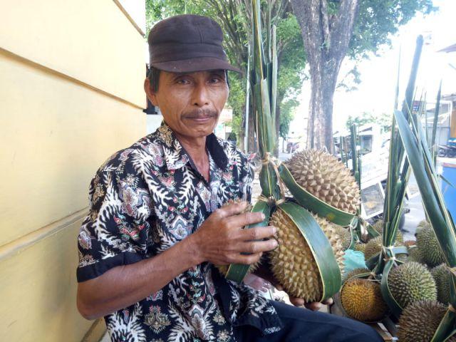 Musim Hujan Bikin Kualitas Durian Lumajang Buruk