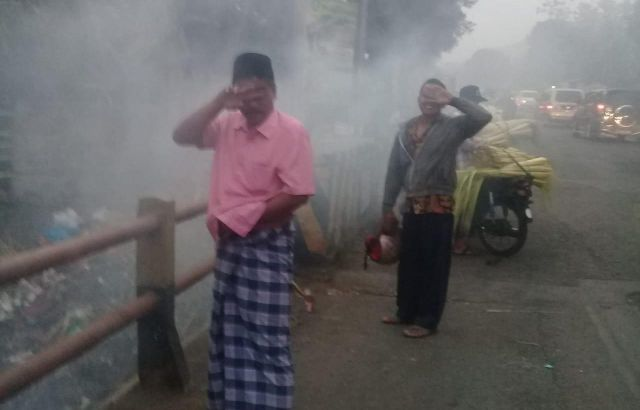 Sampah Terbakar di Selatan Pasar Ranuyoso Ganggu Pemudik Lintasi Lumajang