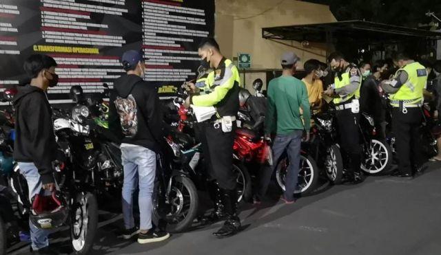 Malam Minggu, Satlantas Polres Lumajang Tilang 30 Knalpot Brong