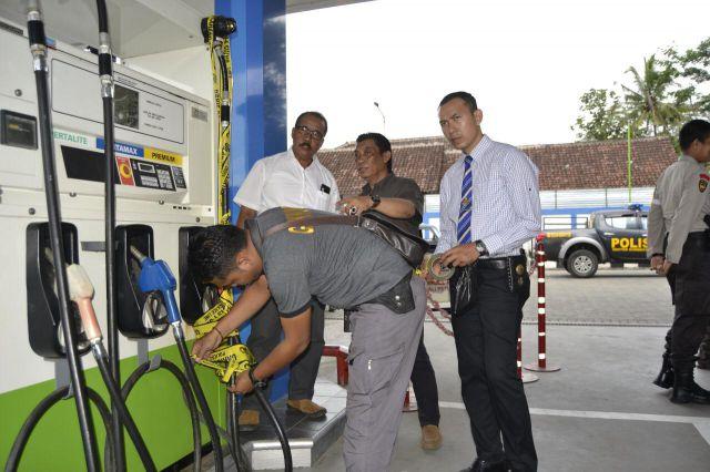 Polres Lumajang Amankan Mobil Modifikasi dan  Segel SPBU Sentul