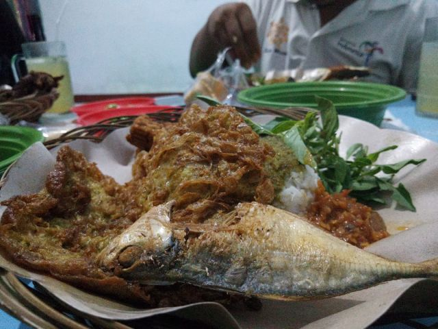 Neng Vida  Kenalkan Kuliner Sego Klopo Khas Lumajang