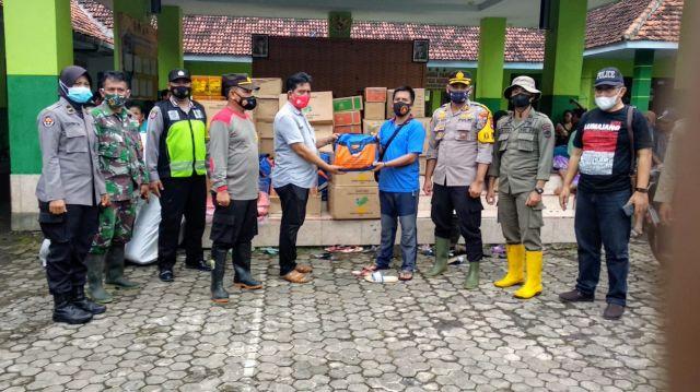 Pemkab Lumajang Salurkan Bantuan Sembako ke Longsor Desa Sawaran Kulon