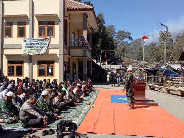 TNI, Polri dan Warga Ranu Pani Gelar Sholat Istiqo di Hari Kesaktian Pancasila
