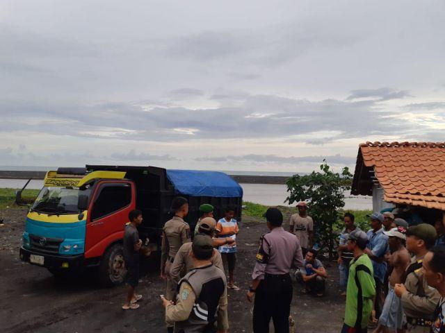 Razia Gabungan Temukan Ada Tambang Pasir Liar di Pesisir Pantai Lumajang