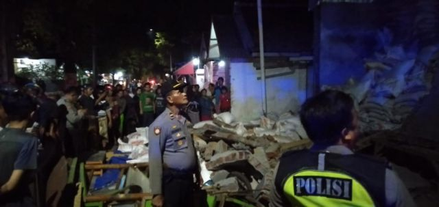 Olah TKP Polisi Terkait Tembok Gudang Pakan Ternak Ambruk Disebabkan Faktor ini