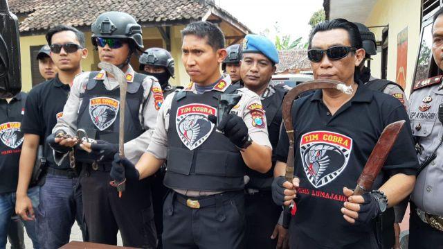 Tim Cobra Temukan Sarung Senpi, Sajam dan Motor Bodong di Rumah Begal Sadis Jember