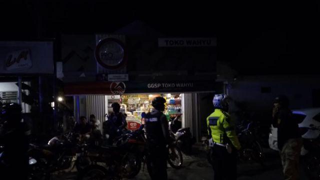 Tim Cobra Temukan Miras Merk Vodka Disimpan di Bak Sampah Toko Wahyu