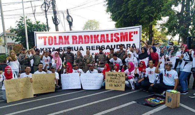 Masyarakat Lumajang Gelar Aksi Tolak Radikalisme di Arena CFD Alun-alun