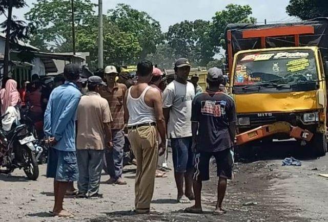 Dua Siswa Pasirian Kena Seruduk Truk di Jalan Raya Desa Madurejo