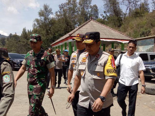 Wakapolda Jatim Cek Kebakaran Hebat Hutan di TNBTS Semeru Lumajang