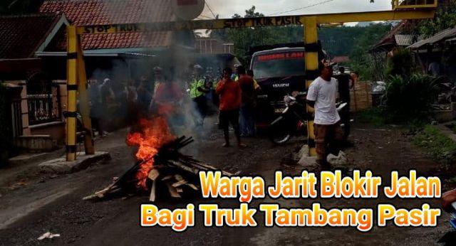 Video : Warga Jarit Blokir Jalan Tambang Pasir Lumajang