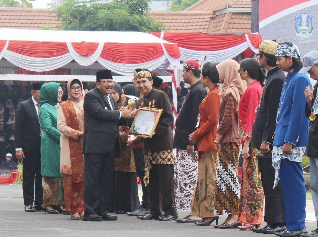 Zainul Asal Lumajang Dianugerahi Pemuda Utama oleh Gubernur Jawa Timur