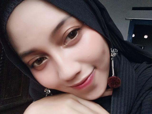 Zuh Rofi Berbagi Pengalamannya di Dunia Make-up Artist