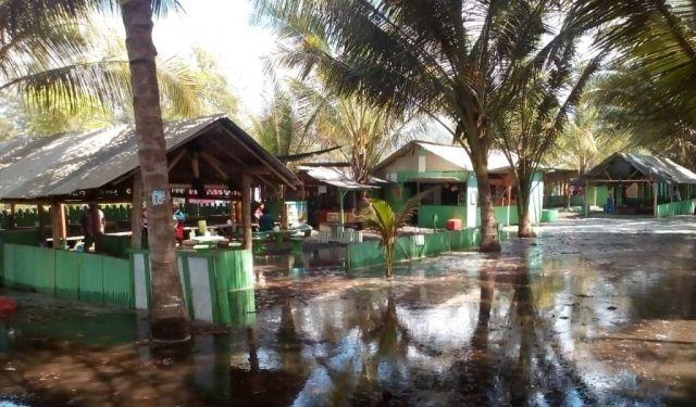 Pertanian dan Warung Ikan Bakar TPI Tempursari Rusak Diterjang Abrasi