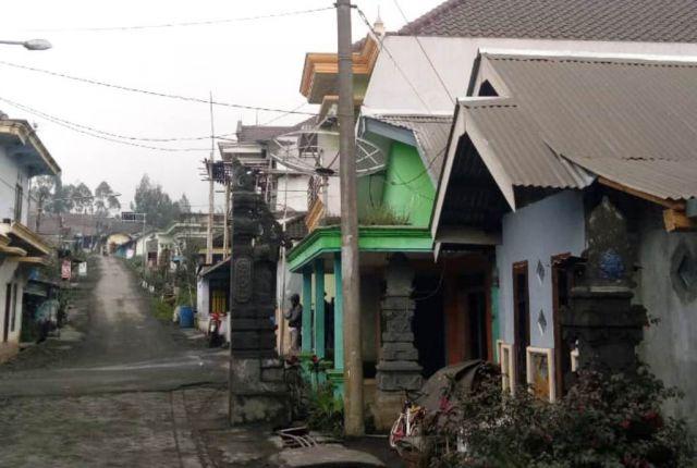 Abu Vulkanik Gunung Bromo Semakin Tebal Mengarah ke B 29 Desa Argosari Lumajang