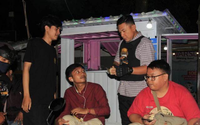 Tim Tangguh Polres Lumajang Datangi Para Pemuda yang Nongkrong di Toga