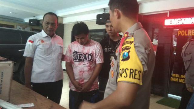 Agus Ditangkap Polisi Saat Bawa Ratusan Botol Alkohol 70 Persen