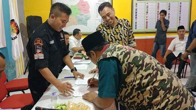 KPU Lumajang Berikan Alat Peraga Kampanye Partai dan DPD RI