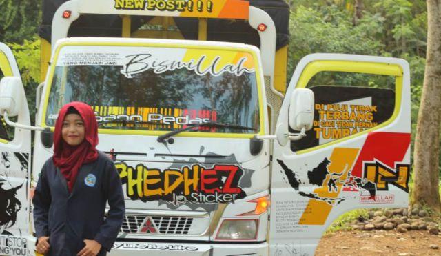 Luar Biasa, April Unyil Kuliah Sambil Kerja Jadi Sopir Truck