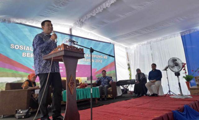Drs. Ayub Khan M.Si, Komisi IX DPR RI Ikut Sosialisasikan Kampung KB di Desa Pagowan