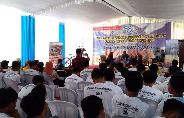 Gandeng Pelajar Lumajang, Drs. Ayub Khan M.Si Sosialisasi Bahaya Nikah Dini