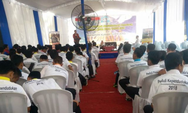 BKKBN Jatim dan Drs. Ayub Khan M.Si Sosialisasi Pengendalian Penduduk di SMKN Klakah