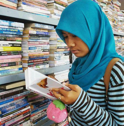 Buku Nonfiksi di Perpusda Lumajang Diminati Pengunjung