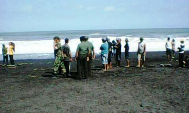 Makan Tumbal, Bocah 15 Tahun Hilang Terseret Ombak Pantai Bambang