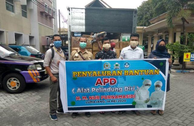 Tim H. M. Nur Purnamasidi Anggota DPR RI Salurkan APD ke RSUD Lumajang