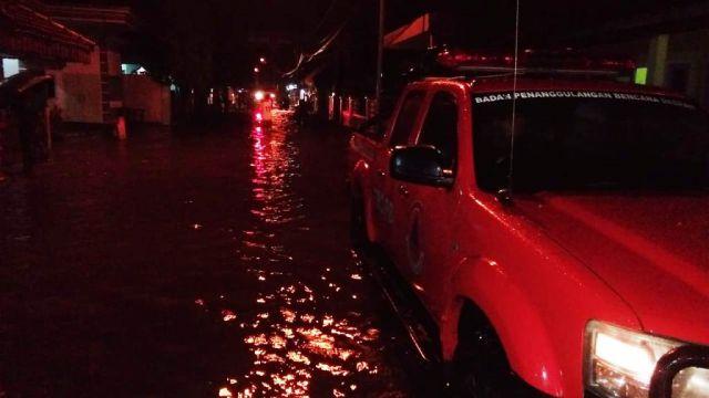 Dikepung Banjir 365 KK Tak Bisa Tidur Malam Ini