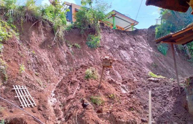Malam Banjir, Siang Hari Terjadi Longsor di Tempursari Lumajang