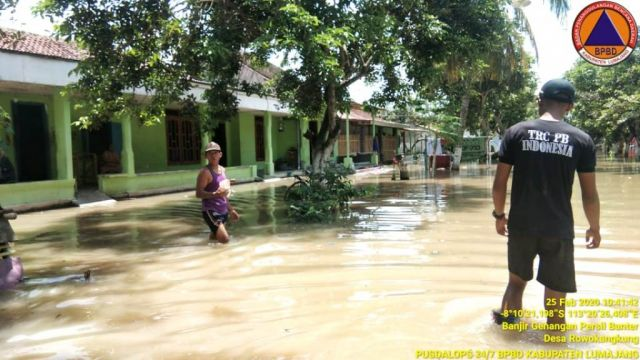Desa Rowokangkung Lumajang Mulai Dikepung Banjir Luapan Air Sungai