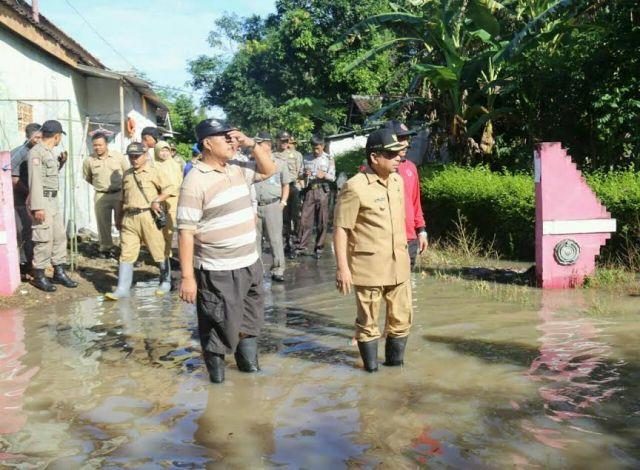 Banjir Rendam Ratusan Rumah, Bupati Lumajang Turun dan Berikan Bantuan